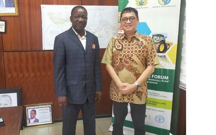 Foto: Mas Kelana Cabup Sidoarjo, saat bersama Menteri Pangan dan Pertanian Republik Ghana, Hon. George Boahen Oduro (Foto: Dok)