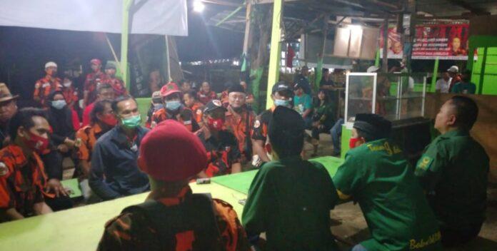 foto : persiapan anggota pemuda pancasila kecamatan rungkut surabaya menjadi relawan tim pemenangan Eri Cahyadi - armuji ( cawali - cawawali Kota Surabaya 2020-2025 )
